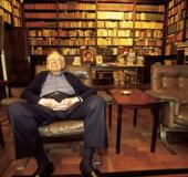 Dr. Arturo Uslar Pietri en su biblioteca privada. Caracas 2001
