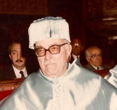 Pedro Grases con el birrete y la muceta de la Universidad de Barcelona, 1985
