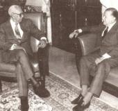 Con Rafael Caldera (s. f.)